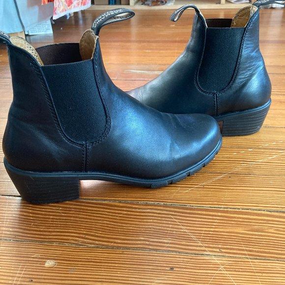 Like New Blundstone Chelsea Boots